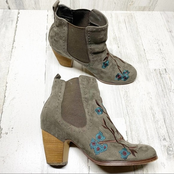 Crown Vintage taupe ankle booties size 10
